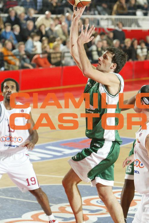 DESCRIZIONE : ROMA CAMPIONATO LEGA A1 2004-2005<br />GIOCATORE : RODILLA<br />SQUADRA : AIR AVELLINO<br />EVENTO : CAMPIONATO LEGA A1 2004-2005<br />GARA : LOTTOMATICA ROMA-AIR AVELLINO<br />DATA : 30/12/2004<br />CATEGORIA : Tiro<br />SPORT : Pallacanestro<br />AUTORE : Agenzia Ciamillo-Castoria