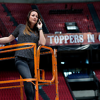 Nederland, Amsterdam, 22 mei 2017.<br />De Limburgse Renee Bonnemayers - van Dooren is al enkele jaren showproducer bij de Toppers. Zij regelt alles achter de schermen. We interviewen haar in de Arena, waar een paar dagen later het spektakel losbarst. <br /><br /><br /><br />Foto: Jean-Pierre Jans