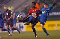 FOOTBALL - FRENCH CUP 2010/2011 - 1/8 FINAL - STADE RENNAIS v STADE DE REIMS - 1/02/2011 - PHOTO PASCAL ALLEE / DPPI - ALEXANDER TETTEY (RENNES) / JULIEN TOUDIC (REIMS)