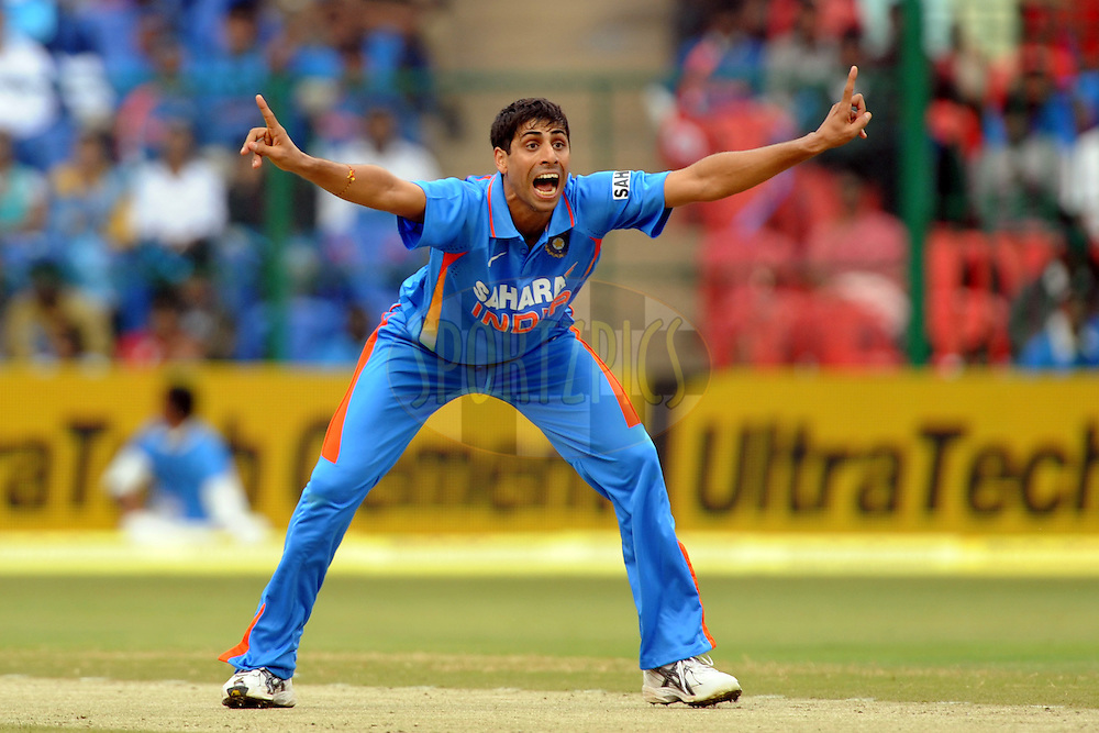 Ashish Nehra of India appeals during the 4th ODI ( One day international ) between  India and New Zealand held at the M Chinnaswamy Stadium in Bengaluru, Bangalore, Karnataka, India on the 7 th December 2010..Photo by Pal Pillai/BCCI/SPORTZPICS
