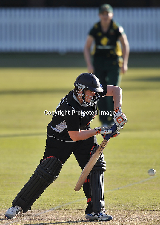 Kelly Anderson keeps one out for New Zealand ~ Game 7 (ODI) of the Rose Bowl Trophy Cricket played between Australia and New Zealand at Alan Border Field in Brisbane (Australia) ~ Thursday 16th June 2011 ~ Photo : Steven Hight (AURA Images) / Photosport