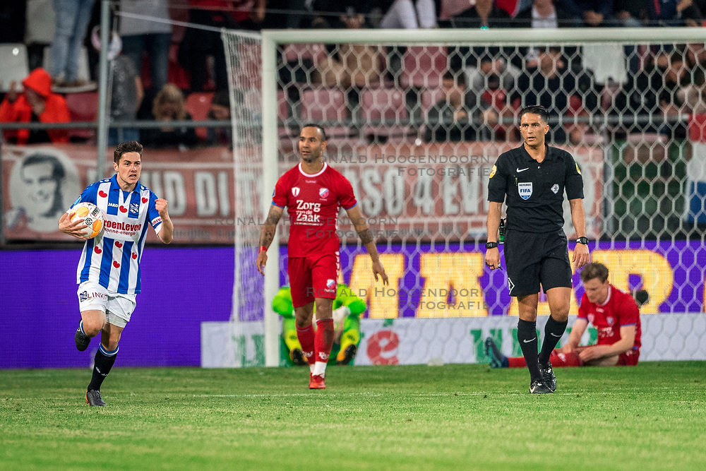 12-05-2018 NED: FC Utrecht - Heerenveen, Utrecht<br /> FC Utrecht win second match play off with 2-1 against Heerenveen and goes to the final play off / Marco Rojas #7 of SC Heerenveen score the 2-1. David Jensen #1 of FC Utrecht, Rico Strieder #6 of FC Utrecht, Sean Klaiber #17 of FC Utrecht