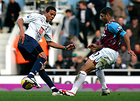 Photo: Tom Dulat/Sportsbeat Images.<br /> <br /> West Ham United v Tottenham Hotspur. The FA Barclays Premiership. 25/11/2007.<br /> <br /> Hayden Mullins of West Ham United and Jermaine Jenas of Tottenham Hotspur with the ball.