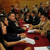 Toluca, Mex.- Jóvenes estudiantes durante su participación en la segunda Legislatura Juvenil en donde trabajaron en comisiones debatiendo temas de interes general. Agencia MVT / Crisanta Espinosa. (DIGITAL)<br /> <br /> NO ARCHIVAR - NO ARCHIVE
