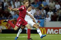 Fotball<br /> Euro 2004<br /> Portugal<br /> 26. juni 2004<br /> Foto: Pro Shots/Digitalsport<br /> NORWAY ONLY<br /> Kvartfinale<br /> Tsjekkia v Danmark <br /> Milan Baros, Tsjekkia, og Martin Laursen, Danmark