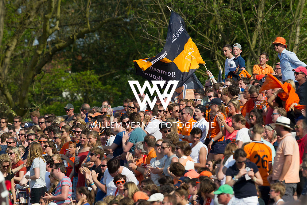 Amsterdam - Amsterdam - Oranje Zwart,   Heren, Hoofdklasse Hockey Heren, Seizoen 2015-2016, 07-05-2016, Amsterdam - Oranje Zwart 2-3, supporters OZ.