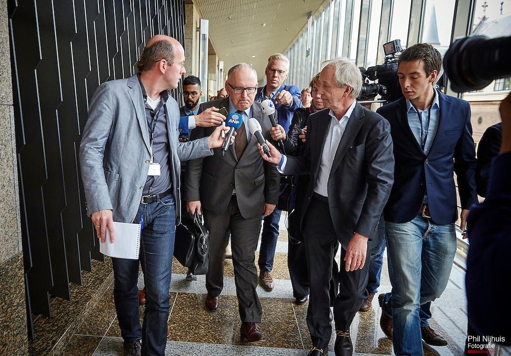 Den Haag, 9 oktober 2014 - Minister van Buitenlandse Zaken, Frans Timmermans geeft uitleg aan de pers over dat hij spijt van zijn uitspraak betreffende zuurstofmasker MH17-ramp heeft.<br /> Foto: Phil Nijhuis