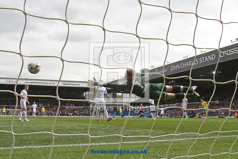 Rob Green of Leeds United dives as Nelson Oliveira of Norwich goes close during the Sky Bet Championship match at Elland Road, Leeds<br /> Picture by Paul Chesterton/Focus Images Ltd +44 7904 640267<br /> 29/04/2017
