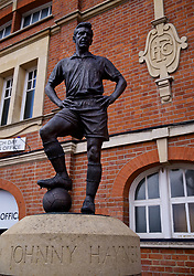 LONDON, ENGLAND - Sunday, March 17, 2019: A statue for former Fulham player Johnny Haynes outside Craven Cottage before the FA Premier League match between Fulham FC and Liverpool FC at Craven Cottage. (Pic by David Rawcliffe/Propaganda)