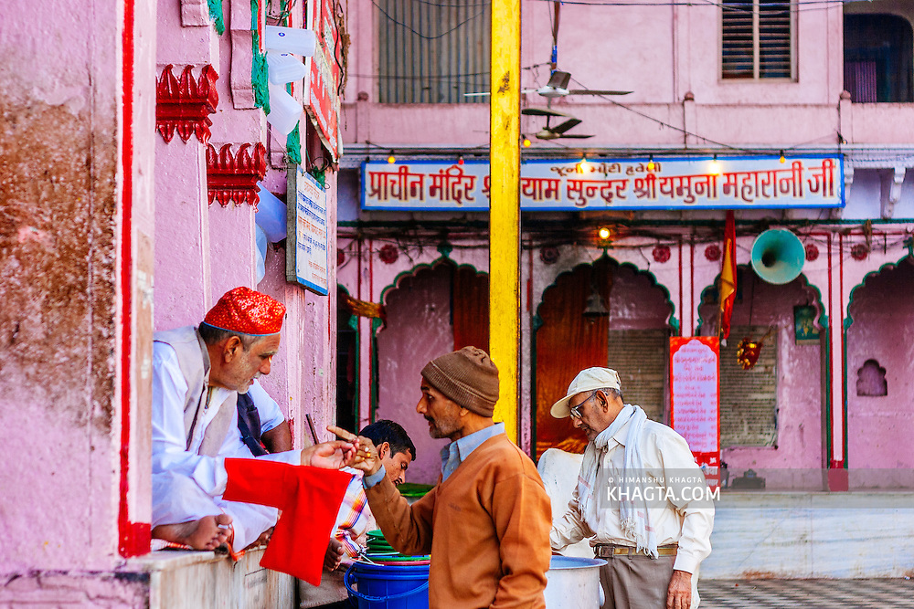 People at Vishram Ghat talking outside a temple. Mathura is a sacred town situated on the banks of Yahuman river in Uttar Pradesh, northern India. The birthplace of the deity Lord Krishna. It is a pilgrimage site for Hindus.