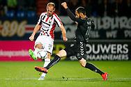 19-09-2015 VOETBAL:WILLEM II- FC UTRECHT:TILBURG<br /> <br /> Nacer Barazite van FC Utrecht in duel met Frank van der Struijk van Willem II <br /> <br /> Foto: Geert van Erven