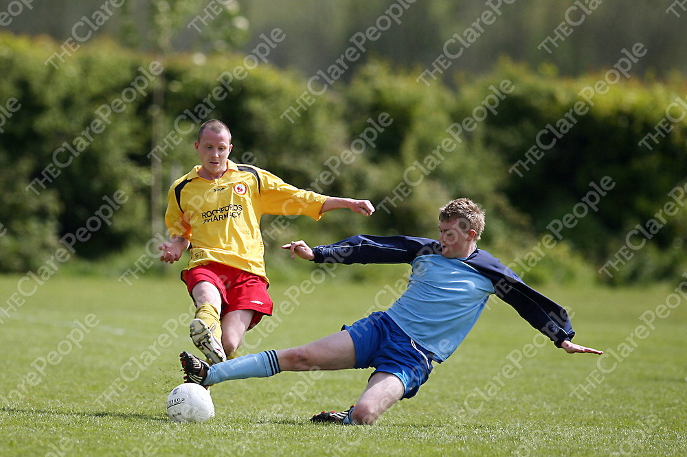 Bunratty's Ryan Kelly gets a sliding tackle in on Avenue's David Herlihy during their league final clash in Newmarket-on-Fergus on Sunday morning.<br /> Photograph by Yvonne Vaughan