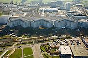 Nederland, Utrecht, de Uithof, 11-02-2008; universiteitscentrum van Universiteit Utrecht, exacte faculteiten en de sociale faculteit, in de voorgrond het Academisch Ziekenhuis Utrecht (AZU), onderdeel van Universitair Medisch Centrum Utrecht (UMC),  samen met het Wilhelmina Kinderziekenhuis (WKZ); op het complex ook UB  (universiteitsbibliotheek), studentenhuisvesting in studentenflats;.wetenschap, studeren, leren, onderzoek, research..luchtfoto (toeslag); aerial photo (additional fee required); .foto Siebe Swart / photo Siebe Swart