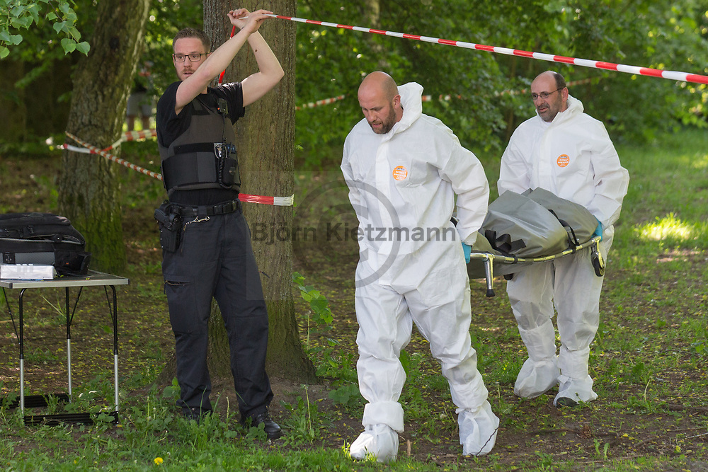 Berlin, Germany - 18.05.2017<br /> <br /> Murder in Berlin-Reinickendorf. A 19-year-old woman was killed in a small wooded area on the Hoellentalweg.<br /> <br /> Mord in Berlin-Reinickendorf. In einem kleinen Waldstueck am Hoellentalweg wurde eine 19-jaehrige Frau getoetet.<br /> <br /> Photo: Bjoern Kietzmann