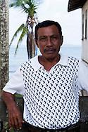 Sahila Administrativo. La  isla de Ustupu, perteneciente a la comarca indígena  Guna Yala,  forma parte del archipiélago de 365 islas a lo largo de la costa caribe noreste de Panamá..En Ustupu se genero la  Revolución Guna  en 1925, en la que los indígenas Gunas se defendieron ante las autoridades panameñas, que obligaban a los indígenas a occidentalizar su cultura a la fuerza. los Gunas con el aval del gobierno panameño, crearon un territorio autónomo llamado comarca indígena de Guna Yala, para garantizar la seguridad de la población y cultura Guna..(Ramón Lepage).La  isla de Ustupu, perteneciente a la comarca indígena  Guna Yala,  forma parte del archipiélago de 365 islas a lo largo de la costa caribe noreste de Panamá..En Ustupu se genero la  Revolución Guna  en 1925, en la que los indígenas Gunas se defendieron ante las autoridades panameñas, que obligaban a los indígenas a occidentalizar su cultura a la fuerza. los Gunas con el aval del gobierno panameño, crearon un territorio autónomo llamado comarca indígena de Guna Yala, para garantizar la seguridad de la población y cultura Guna..(Ramón Lepage).