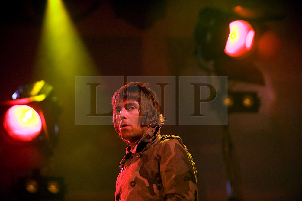 © Licensed to London News Pictures. 26/08/2011. Reading, UK. Beady Eye play the NME stage on Day one of Reading Festival 2011 in Reading, Berkshire today (26/08/2011). Photo credit: Ben Cawthra/LNP