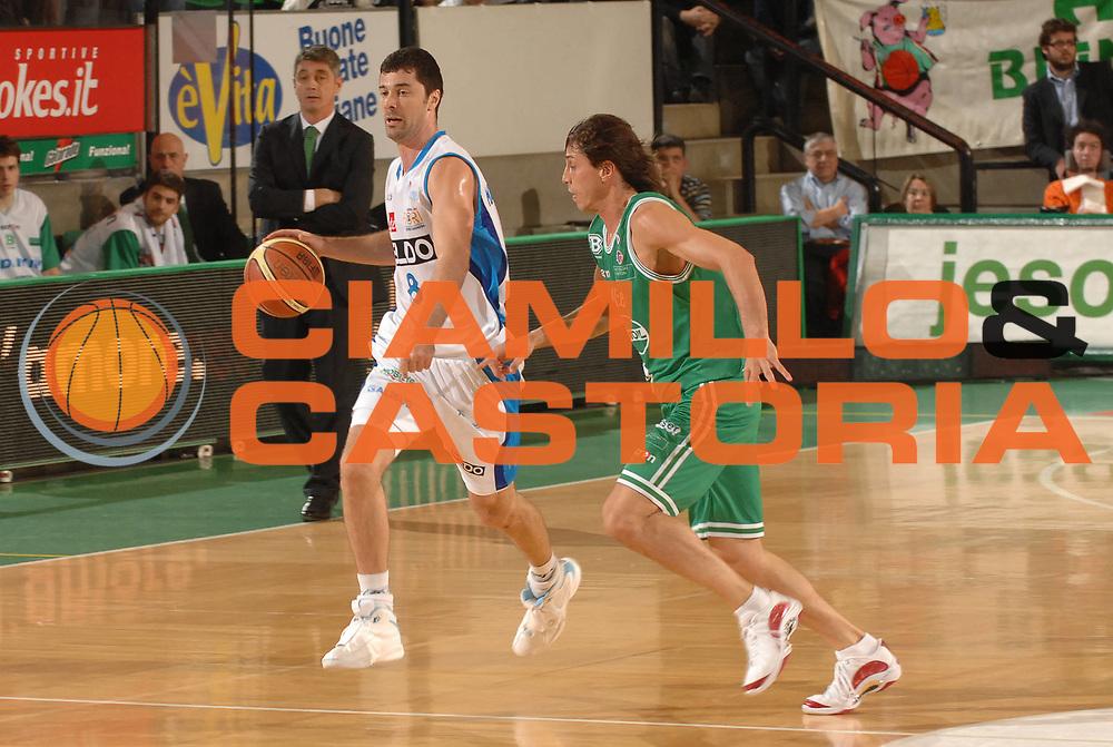 DESCRIZIONE : Treviso Lega A1 2007-08 Benetton Treviso Eldo Napoli <br /> GIOCATORE :  Matteo Malaventura<br /> SQUADRA : Eldo Napoli<br /> EVENTO : Campionato Lega A1 2007-2008 <br /> GARA : Benetton Treviso Eldo Napoli <br /> DATA : 30/03/2008<br /> CATEGORIA : Palleggio<br /> SPORT : Pallacanestro <br /> AUTORE : Agenzia Ciamillo-Castoria/M.Gregolin
