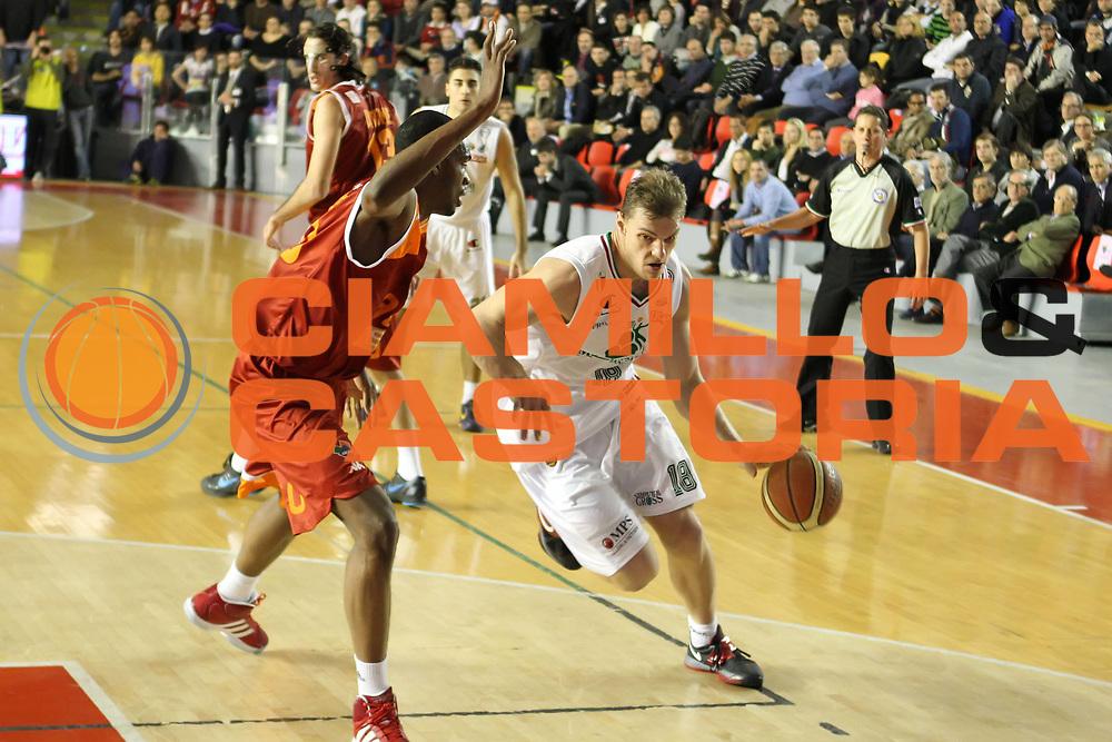 DESCRIZIONE : Roma Campionato Lega A 2011-12 Acea Virtus Roma<br /> Montepaschi Siena<br /> GIOCATORE : Luca Lechthaler<br /> CATEGORIA : palleggio<br /> SQUADRA : Montepaschi Siena<br /> EVENTO : Campionato Lega A 2011-2012<br /> GARA : Acea Virtus Roma Montepaschi Siena<br /> DATA : 26/02/2012<br /> SPORT : Pallacanestro<br /> AUTORE : Agenzia Ciamillo-Castoria/ElioCastoria<br /> Galleria : Lega Basket A 2011-2012<br /> Fotonotizia : Roma Campionato Lega A 2011-12 Acea Virtus Roma Montepaschi Siena<br /> Predefinita :