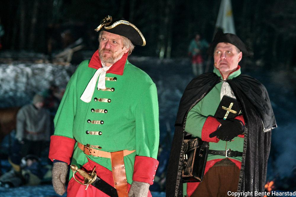 Karolinerspelet i Tydal, 2008, ble instruert av Otto Homlung, og hadde Terje Strømdahl i rollen som general Armfeldt. Karolinerspelet er kjent som landets eneste vinterspel, og er satt opp mer eller mindre annet hvert år siden 1993, i januar. Med anslagsvis 150 amatører og en liten håndfull profesjonelle på scenen. Nyttårsaften 1718 kom 6000 forfrosne og utmagrede soldater til Tydal, Ca. 10.000 forlot Duved i Sverige mange måneder i forvegen. Sammen med Karl 12. skulle general Armfeldt innvadere Norge. Mens kongen gikk inn Sør-Norge, skulle Armfeldt ta Trondheim. Ingen av delene gikk som planlagt. Karl 12. ble skutt i Halden, og Armfeldt måtte gjøre retrett. I spelet er soldatene ankommet gården Østby i Tydal. Fokus er generalens usikkerhet før den siste marsjen over fjellet dagen etter. Anslagsvis 3000 karolinere gikk i veg under dødsmarsjen, i tillegg ble 800 krøplinger resten av livet.