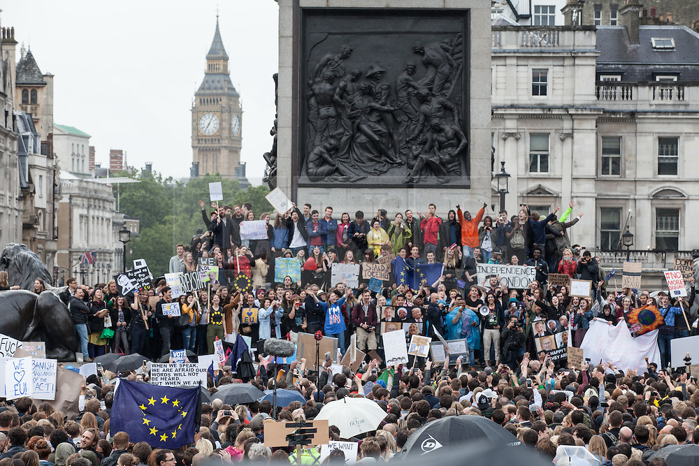 © Licensed to London News Pictures. 28/06/2016. London, UK. Thousands of anti-Brexit protesters gather in Trafalgar Square to protest against the result of the EU referendum last week. On Thursday 23 June, Britain voted to leave the European Union in a historic referendum. Photo credit: Rob Pinney/LNP
