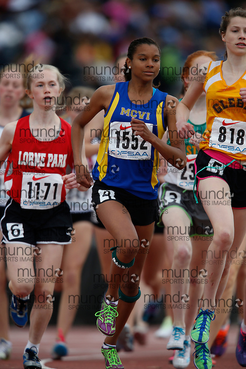 Chardae Henry of R. S. McLaughlin CVI - Oshawa competes in the junior girls 3000m at the 2013 OFSAA Track and Field Championship in Oshawa Ontario, Saturday,  June 8, 2013.<br /> Mundo Sport Images/ Geoff Robins