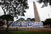 Curitiba_PR, Brasil...Obelisco de pedra da praca 19 de Dezembro em Curitiba, Parana...Rock Obelisk in 19 de Dezembro square in Curitiba, Parana...Foto: BRUNO MAGALHAES / NITRO