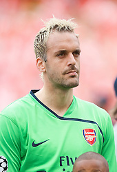 LONDON, ENGLAND - Tuesday, May 5, 2009: Arsenal's goalkeeper Manuel Almunia before the UEFA Champions League Semi-Final 2nd Leg match against Manchester United at the Emirates Stadium. (Photo by David Rawcliffe/Propaganda)