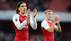 Hector Bellerin of Arsenal applauds the arsenal fans at full time. - Mandatory by-line: Alex James/JMP - 28/10/2017 - FOOTBALL - Emirates Stadium - London, England - Arsenal v Swansea City - Premier League
