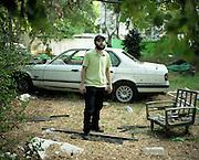 רפאל כחלון<br /> קהלון<br /> רפאל כחלון בחצר ביתו