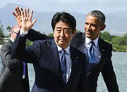 "US-Präsident Barack Obama und Japans Premier Shinzo Abe beim Gedenken an die Opfer des japanischen Angriffs auf Pearl Harbor vor 75 Jahren / 271216<br /> <br /> <br /> <br /> ***Japanese Prime Minister Shinzo Abe (C) and U.S. President Barack Obama (R) complete their speeches at Pearl Harbor in Hawaii on Dec. 27, 2016. Abe offered his ""sincere and everlasting condolences"" for those who died in the Japanese attack there in 1941.***"