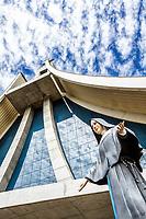 Estátua de Santa Paulina em frente ao Santuário Santa Paulina. Nova Trento, Santa Catarina, Brasil. / Saint Paulina statue in front of Santa Paulina Sanctuary. Nova Trento, Santa Catarina, Brazil.