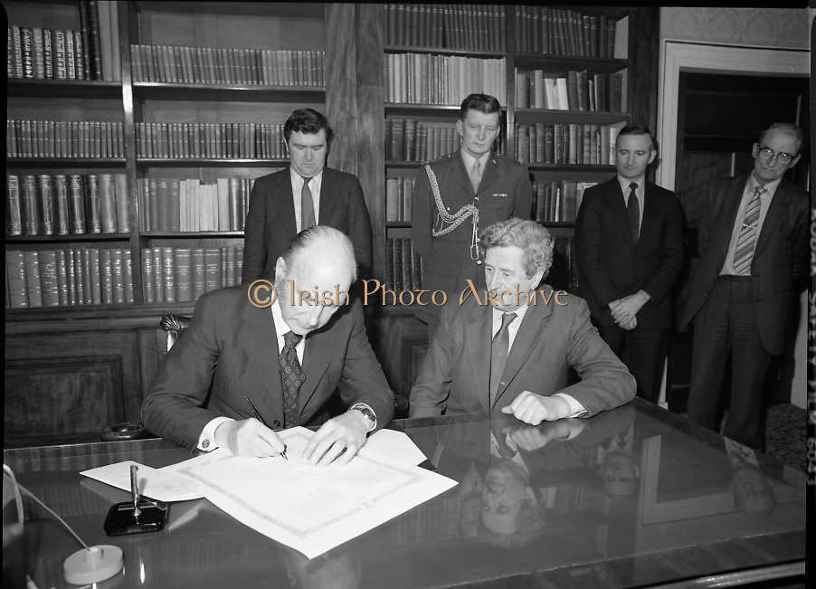 Dissolution of 22nd Dáil Éireann 1982. .27/01/1982.01/27/82.27th January 1982.Image of the President, Patrick Hillary, singing warrant of dissolution of the Dáil. The signing was carried out at  Áras an Uachtaráin