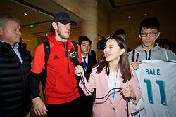 NANNING, CHINA - Tuesday, March 20, 2018: Wales' Gareth Bale arrives at Nanning International Airport for the 2018 Gree China Cup International Football Championship. (Pic by David Rawcliffe/Propaganda)