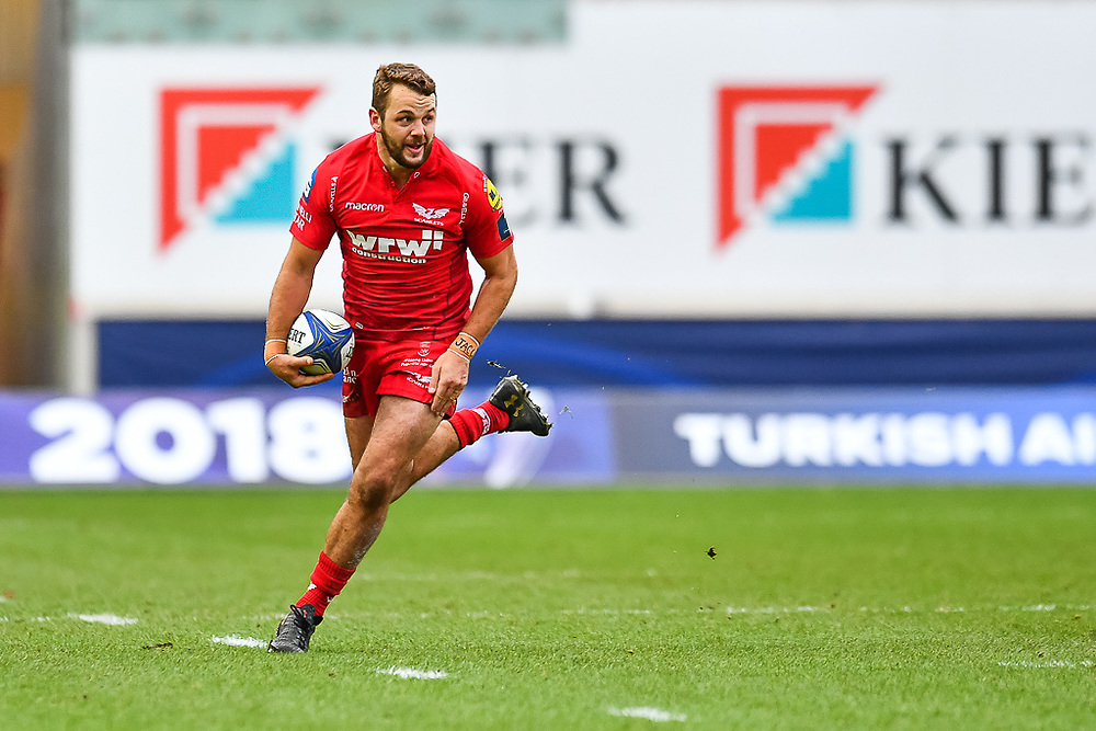 Scarlets' Paul Asquith in action during todays game<br /> <br /> Photographer Simon King/Replay Images<br /> <br /> EPCR Champions Cup Round 3 - Scarlets v Benetton Rugby - Saturday 9th December 2017 - Parc y Scarlets - Llanelli<br /> <br /> World Copyright © 2017 Replay Images. All rights reserved. info@replayimages.co.uk - www.replayimages.co.uk