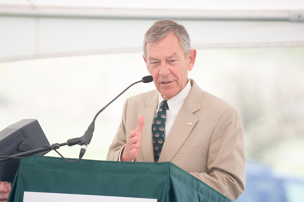 18210McBee Building Community Celebration: Diagnostic Hybrids: Graduation Ceremony & Lease signing...US Senator, George Voinovich