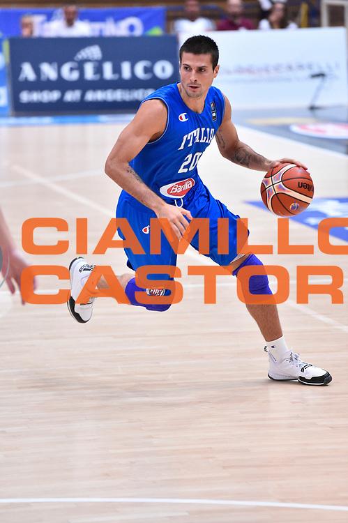DESCRIZIONE : Trento Nazionale Italia Uomini Trentino Basket Cup Italia Austria Italy Austria <br /> GIOCATORE : Andrea Cinciarini<br /> CATEGORIA : Palleggio Penetrazione<br /> SQUADRA : Italia Italy<br /> EVENTO : Trentino Basket Cup<br /> GARA : Italia Austria Italy Austria<br /> DATA : 31/07/2015<br /> SPORT : Pallacanestro<br /> AUTORE : Agenzia Ciamillo-Castoria/GiulioCiamillo<br /> Galleria : FIP Nazionali 2015<br /> Fotonotizia : Trento Nazionale Italia Uomini Trentino Basket Cup Italia Austria Italy Austria
