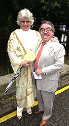 MR & MRS RONNIE CORBETT, he is the comedian, <br /> at a party in London on 5th July 2000.OGB 67<br /> © Desmond O'Neill Features:- 020 8971 9600<br />    10 Victoria Mews, London.  SW18 3PY <br /> www.donfeatures.com   photos@donfeatures.com<br /> MINIMUM REPRODUCTION FEE AS AGREED.<br /> PHOTOGRAPH BY DOMINIC O'NEILL