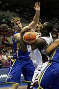 DESCRIZIONE : Hamamatsu Giappone Japan Men World Championship 2006 Campionati Mondiali Qatar-Brazil <br /> GIOCATORE : Splitter <br /> SQUADRA : Brazil Brasile <br /> EVENTO : Hamamatsu Giappone Japan Men World Championship 2006 Campionato Mondiale Qatar-Brazil <br /> GARA : Qatar Brazil Qatar Brasile <br /> DATA : 20/08/2006 <br /> CATEGORIA : Rimbalzo <br /> SPORT : Pallacanestro <br /> AUTORE : Agenzia Ciamillo-Castoria/A.Vlachos <br /> Galleria : Japan World Championship 2006<br /> Fotonotizia : Hamamatsu Giappone Japan Men World Championship 2006 Campionati Mondiali Qatar-Brazil <br /> Predefinita :
