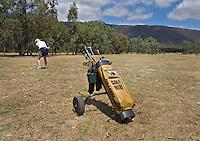 HALL'S GAP -  Met een huurset de baan in op Mount Difficult Golf Course -  COPYRIGHT KOEN SUYK