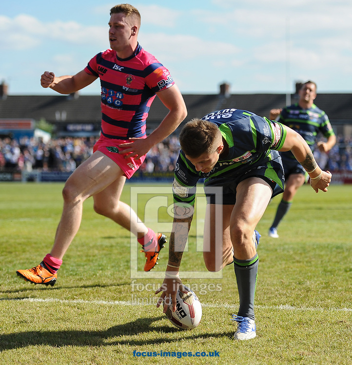 Liam Sutcliffe of Leeds Rhinos touches down to score during the Super 8s Qualifiers match at The Big Fellas Stadium, Post Office Road, Pontefract.<br /> Picture by Richard Land/Focus Images Ltd +44 7713 507003<br /> 06/08/2016