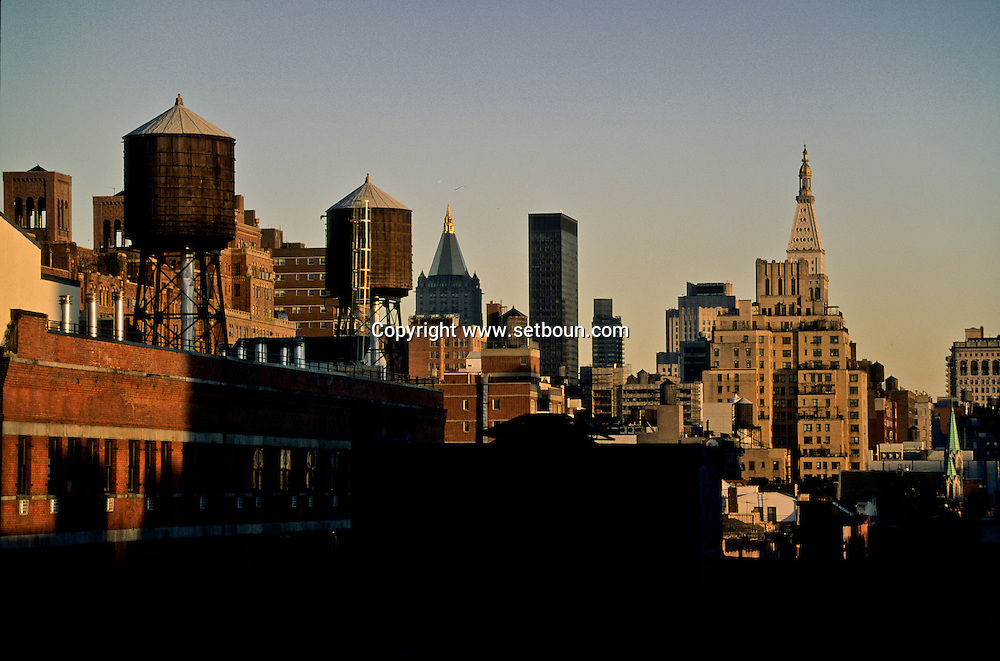 New York elevated view on Chelsea roofs    /  les toits de Chelsea