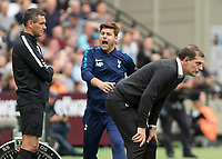 Football - 2017 / 2018 Premier League - West Ham United vs Tottenham Hotspur<br /> <br /> Mauricio Pochettino, Manager of Tottenham FC, shows his frustration to the fourth official Andre Mariner  at the London Stadium<br /> <br /> COLORSPORT/DANIEL BEARHAM