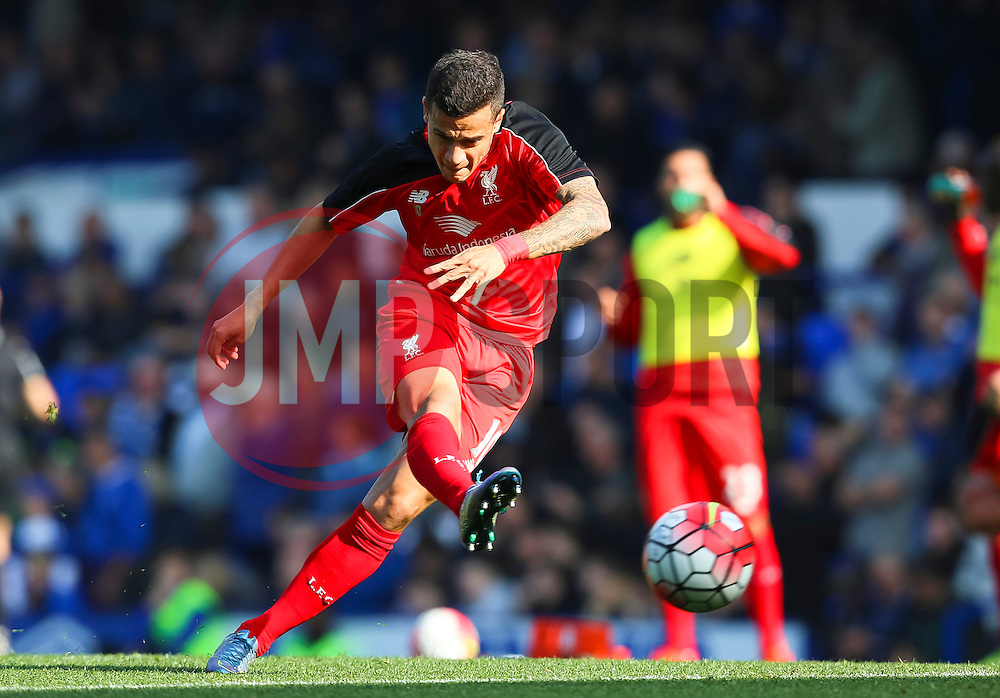Philippe Coutinho of Liverpool warms up - Mandatory byline: Matt McNulty/JMP - 07966 386802 - 04/10/2015 - FOOTBALL - Goodison Park - Liverpool, England - Everton  v Liverpool - Barclays Premier League