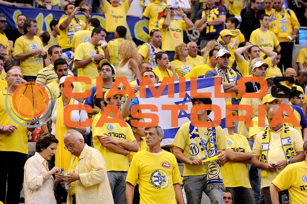 DESCRIZIONE : Barcellona Barcelona Eurolega Eurolegue 2010-11 Final Four Finale Final Maccabi Electra Tel Aviv Panathinaikos<br /> GIOCATORE : tifosi supporters<br /> SQUADRA : Panathinaikos Maccabi Electra Tel Aviv<br /> EVENTO : Eurolega 2010-2011<br /> GARA : Maccabi Electra Tel Aviv Panathinaikos<br /> DATA : 08/05/2011<br /> CATEGORIA : tifosi supporters<br /> SPORT : Pallacanestro<br /> AUTORE : Agenzia Ciamillo-Castoria/C.De Massis<br /> Galleria : Eurolega 2010-2011<br /> Fotonotizia : Barcellona Barcelona Eurolega Eurolegue 2010-11 Final Four Finale Final Maccabi Electra Tel Aviv Panathinaikos<br /> Predefinita :