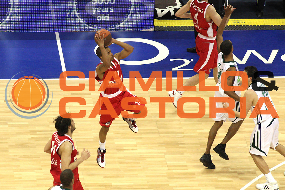 DESCRIZIONE : Berlino Eurolega 2008-09 Final Four Semifinale Olympiacos Piraeus Panathinaikos Atene<br /> GIOCATORE : Lynn Greer <br /> SQUADRA : Olympiacos Piraeus<br /> EVENTO : Eurolega 2008-2009 <br /> GARA : Olympiacos Piraeus Panathinaikos Atene<br /> DATA : 01/05/2009 <br /> CATEGORIA : Three points<br /> SPORT : Pallacanestro <br /> AUTORE : Agenzia Ciamillo-Castoria/G.Ciamillo