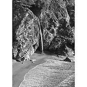 Waterfall And Sandy Cove - Pfeiffer State Beach Overlook - Black & White