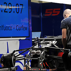 Mechanics trying to beat the curfew.<br /> Infiniti Red Bull Racing<br /> <br /> Round 1 - 2nd day of the 2017 Formula 1 Rolex Australian Grand Prix at The circuit of Albert Park, Melbourne, Victoria on the 24th March 2017.<br /> Wayne Neal | SportPix.org.uk