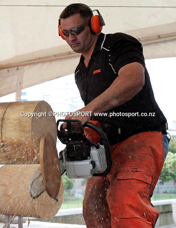 Seven time World Timbersports Champion Jason Wynyard attempts a World Hot Saw record. Stihl Chainsaw Awareness Week, Aotea Square, Auckland, Monday 14 April 2008. Photo: Renee McKay/PHOTOSPORT