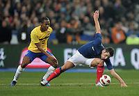 FUSSBALL   INTERNATIONAL   Testspiel   09.02.2011 Frankreich  - Brasilien Yoann GOURCUFF (re, Frankreich) gegen ELIAS (Brasilien)