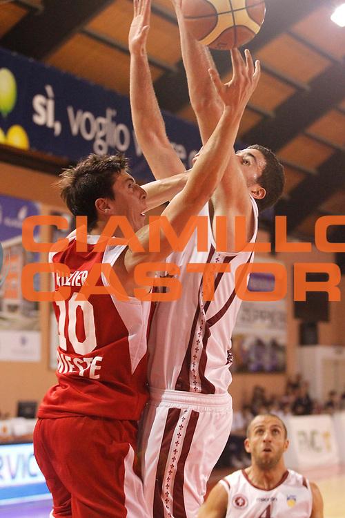 DESCRIZIONE : Ferentino LNP Lega Nazionale Pallacanestro DNA playoff 2011-12 FMC Ferentino Acegas Trieste<br /> <br /> GIOCATORE : Michele Ruzzier vs Anton io Iannuzzi<br /> <br /> CATEGORIA : tiro<br /> <br /> SQUADRA : Acegas Trieste<br /> <br /> EVENTO : LNP Lega Nazionale Pallacanestro DNA playoff 2011-12 <br /> <br /> GARA : FMC Ferentino Acegas Trieste<br /> <br /> DATA : 25/05/2012<br /> <br /> SPORT : Pallacanestro<br /> <br /> AUTORE : Agenzia Ciamillo-Castoria/A.Ciucci<br /> <br /> Galleria : LNP  2011-2012<br /> <br /> Fotonotizia :Ferentino LNP Lega Nazionale Pallacanestro DNA playoff 2011-12 FMC Ferentino Aceagas Trieste<br /> <br /> Predefinita :